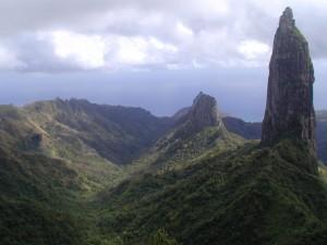 Ua Pou-Poumaka-vallée Hakahetau & pics-juin 2004 JYM