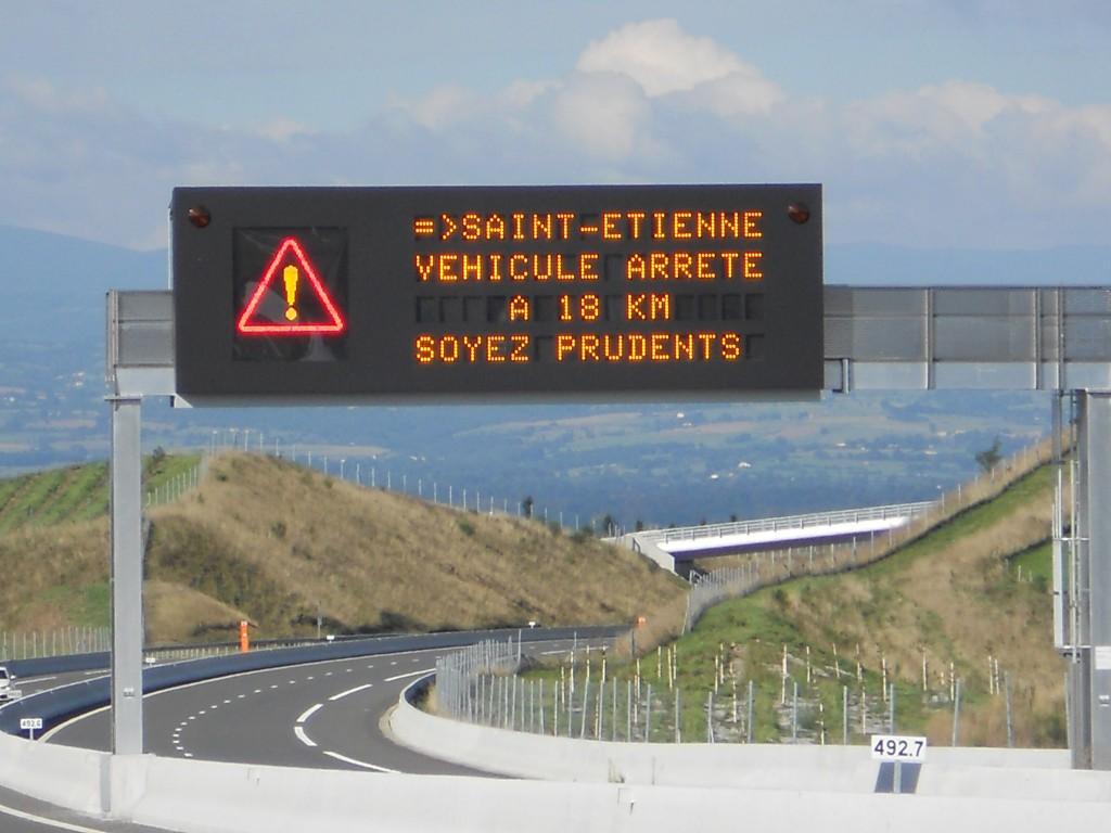 Syndicat des équipements de la route - Panneau routier interactif (Crédit : Signature)
