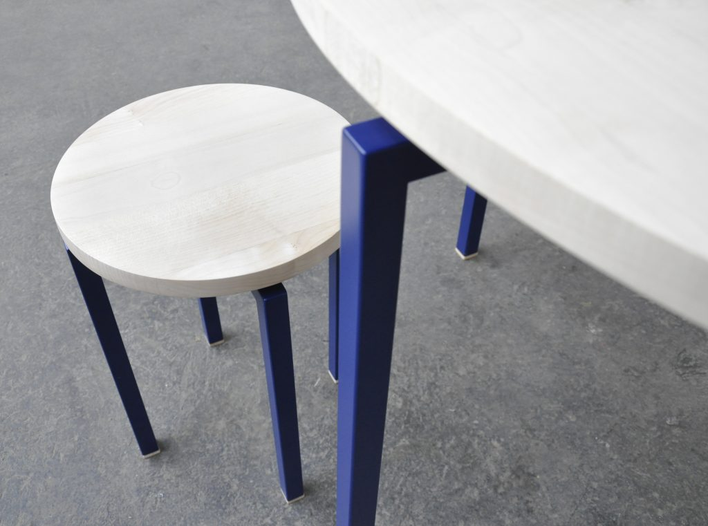 Mobilier en Sycomore finition vernie, métal laqué - Design et fabrication Boys in the Wood – crédit Boys in the Wood